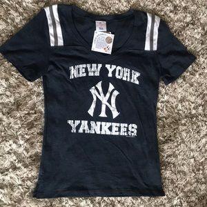 NWT New York Yankees T-shirt Size M